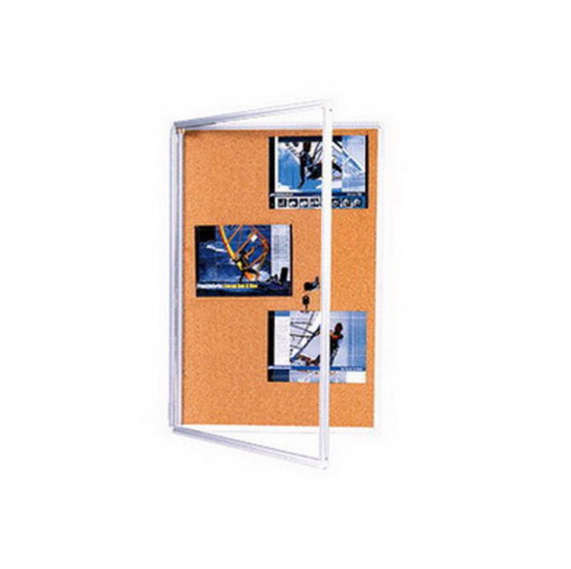 Korķa ziņojumu dēlis 2X3 ar slēdzamām, stiklotām durvīm, 45 x 60 cm