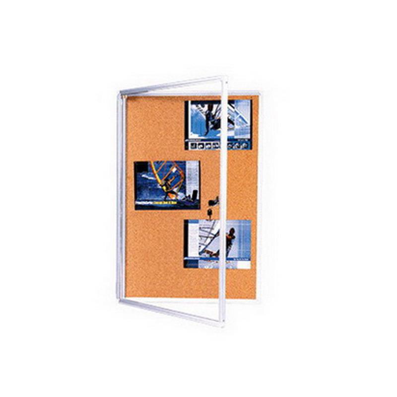 Korķa ziņojumu dēlis 2X3 ar slēdzamām, stiklotām durvīm, 90 x 120 cm